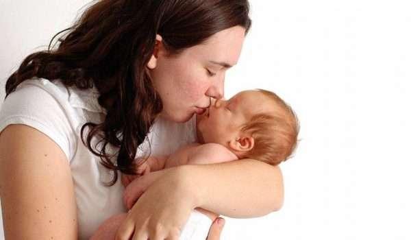 تقبيل الاطفال من الفم