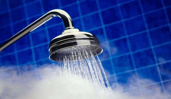 الاستحمام بالماء الساخن