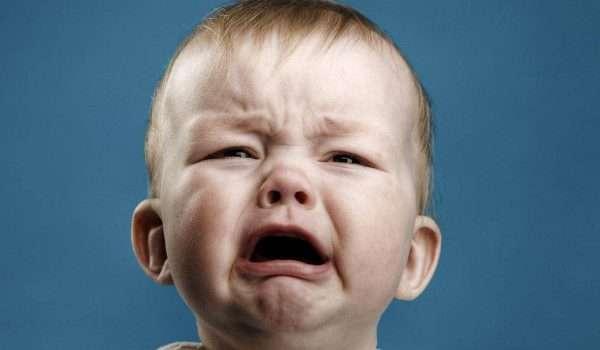 بكاء الاطفال