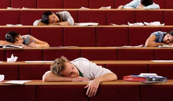 النوم في المحاضرات