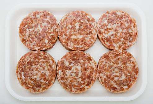 السالمونيلا : اللحوم غير المطهية :