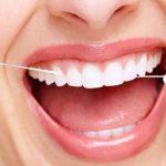 طريقة تنظيف أسنانك بالخيط