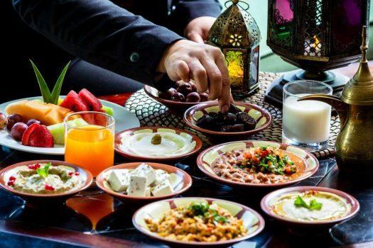 في السحور وعند الإفطار.. أخطاء غذائية شائعة عليك تجنبها في رمضان