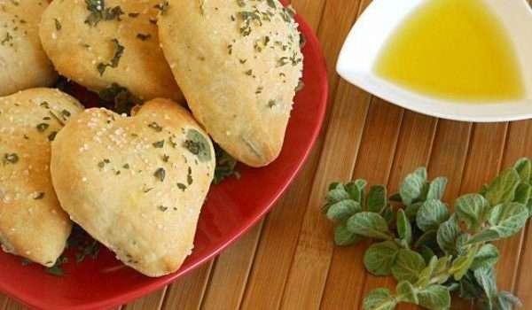 خبز الزعتر بزيت الزيتون