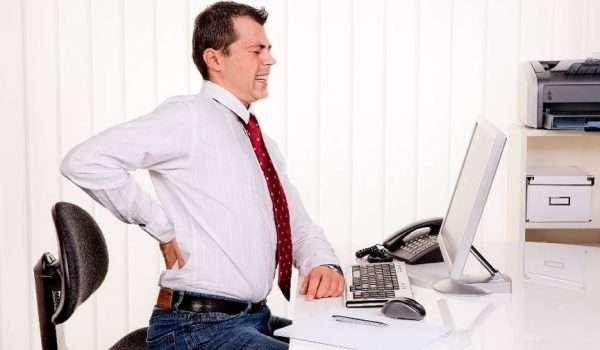 نصائح لتخفيف آلام الظهر في العمل