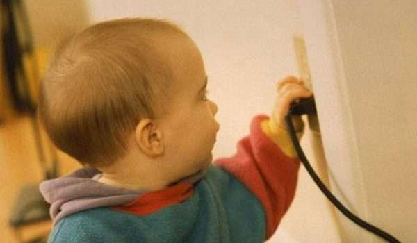 الصدمات الكهربية للطفل