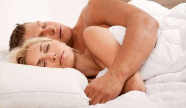 لماذا يجب عليك النوم عارياً ؟ دراسة حديثة