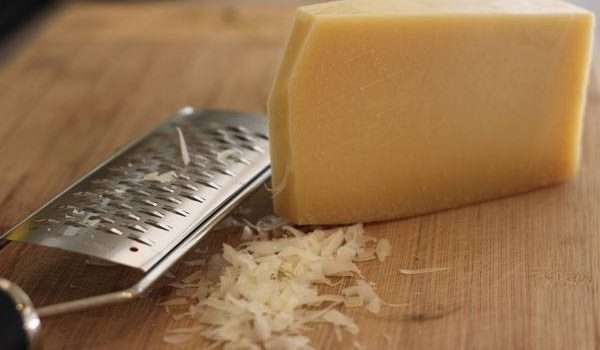 افضل انواع الجبن جبن البارميزان