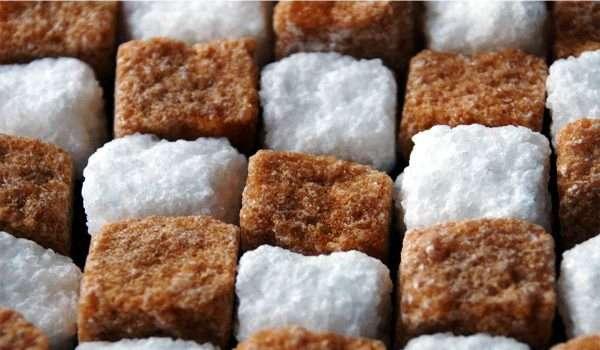 الفرق بين السكر الابيض والسكر البني