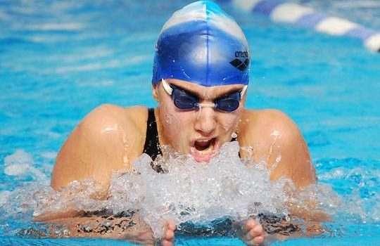 فوائد السباحة سباحة صدر