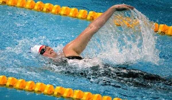 فوائد السباحة سباحة ظهر