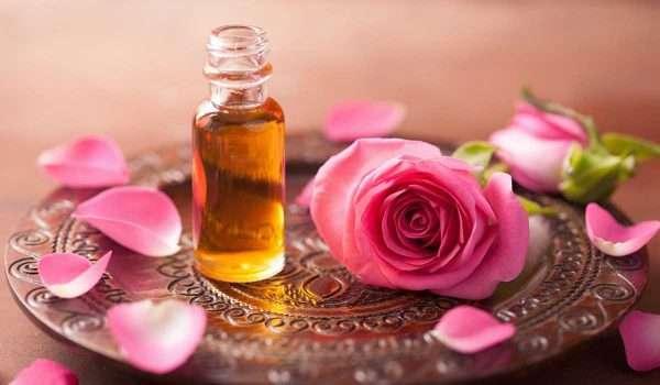 فوائد زيت الورد للجسم و فوائد عديدة أخرى للبشرة و الشعر