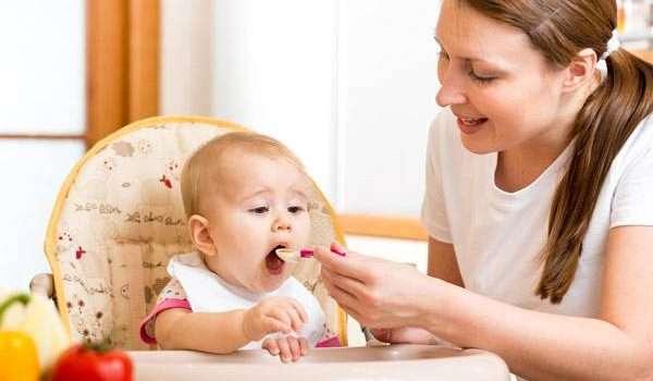 تغذية الطفل في العام الاول