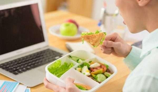 وجبات صحية خفيفة في العمل