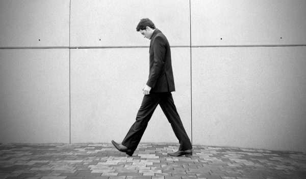 كيف تعرف شخصيتك من مشيتك