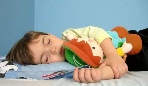 كيف اجعل طفلي ينام