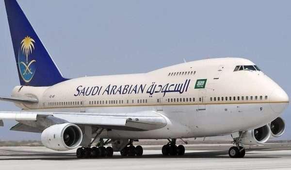 طبيبة تنقذ حياة راكب علي طائرة الخطوط السعودية قبل العودة للمطار