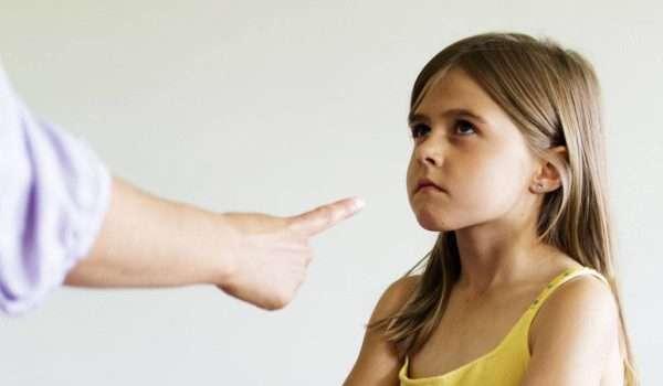 التعامل مع الاطفال أو طفل يسب