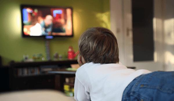 ما هو مدى تأثير التلفزيون على الاطفال و على سلوكياتهم؟