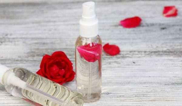 فوائد ماء الورد للعين