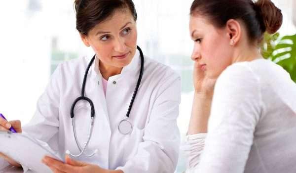 الافرازات المهبلية البيضاء .. أسباب حدوثها ومتى يجب زيارة الطبيب؟