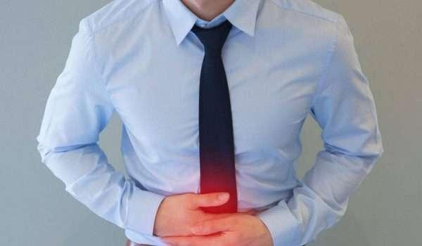 اعراض عسر الهضم المختلفة ومتى يجب التماس الرعاية الطبية الفورية؟