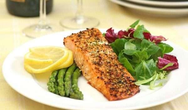 مكونات عشاء رجيم صحي لتخفيف الوزن وضمان نوم جيد