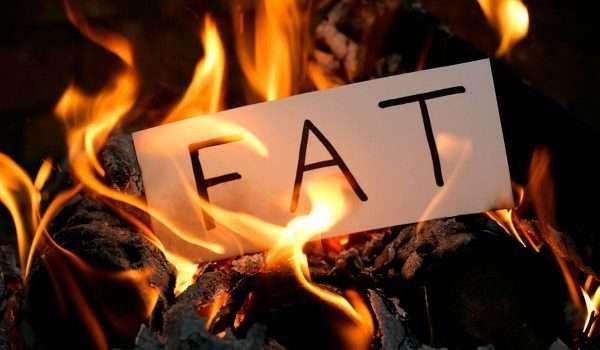 حرق الدهون بالأطعمة والمكملات.. ومخاطر زيادة دهون البطن