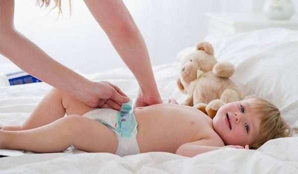 تغيير الحفاضات لحديثي الولادة