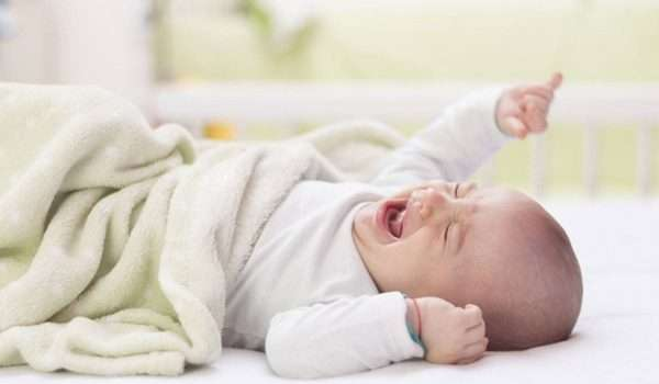 بكاء الطفل حديث الولادة
