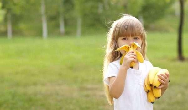 فوائد الموز للاطفال .. مصدر للطاقة والفيتامينات والمعادن الهامة لطفلك