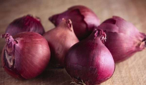 فوائد البصل الأحمر
