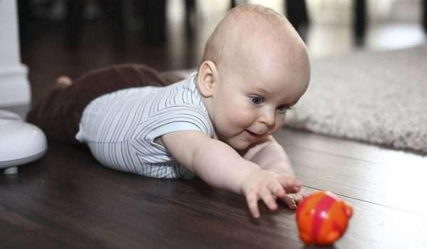 الطفل في الشهر الرابع .. كيف يكون نومه وتغذيته؟ وما أهم التطعيمات؟