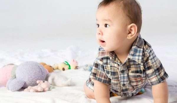 الطفل في الشهر السادس .. تغذيته ونومه وما المهارات التي يكتسبها؟