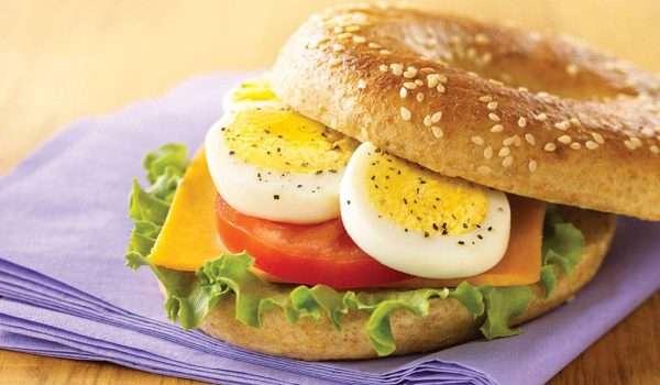 فوائد البيض المسلوق للدماغ والعين والتخسيس.. ولكن انتبه!