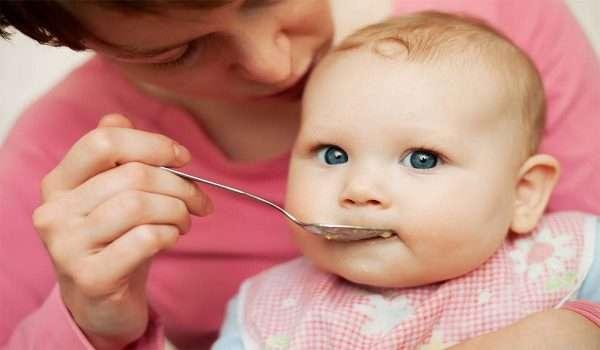 اكل الطفل في الشهر السادس