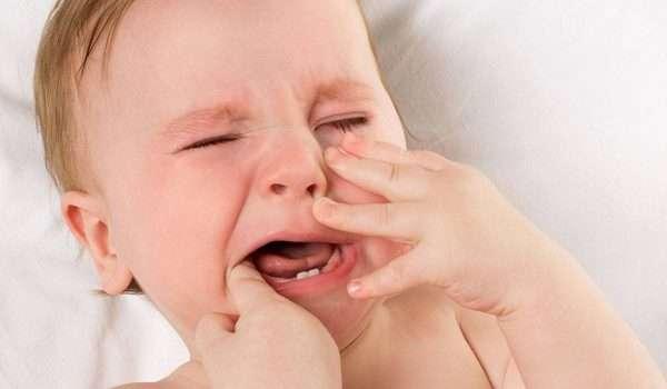 ارتفاع درجة الحرارة عند الاطفال بسبب التسنين