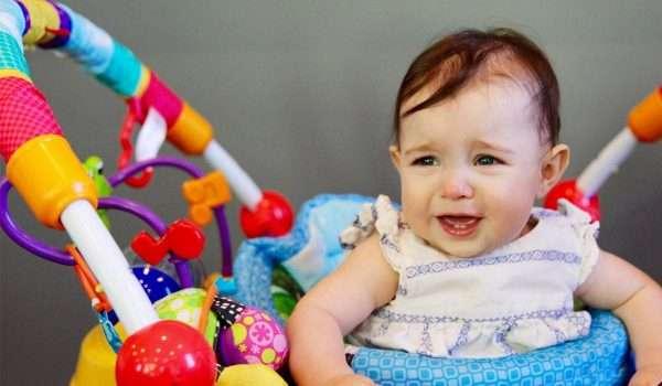 سبب بكاء الطفل في عمر السنه .. ونصائح ذهبية لكل أم