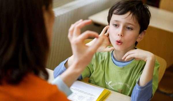 علاج التأتأة عند الاطفال