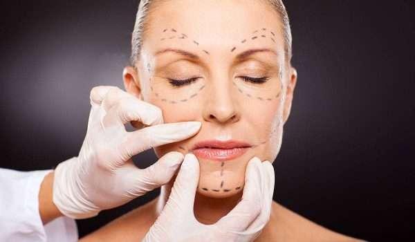 ما هي عملية نحت الوجه بالليزر ومميزاتها؟ وما عمليات تجميل الوجه الأخرى؟