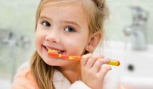 سبب رائحة الفم الكريهة عند الاطفال