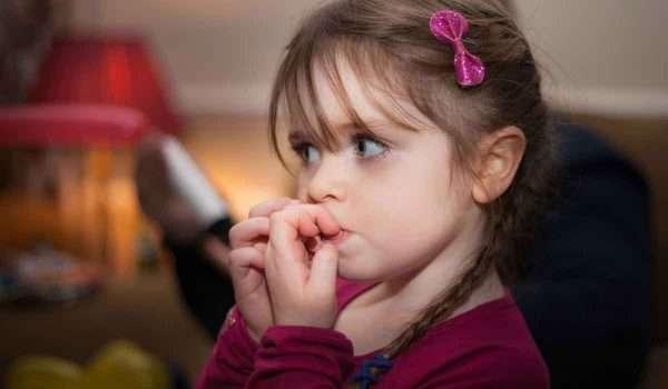 علاج قضم الاظافر عند الاطفال