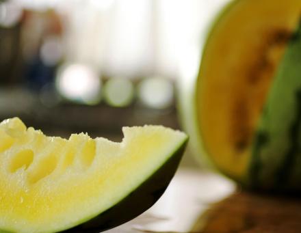 فوائد البطيخ الاصفر وقيمته الغذائية.. وما سر اللون الأصفر؟