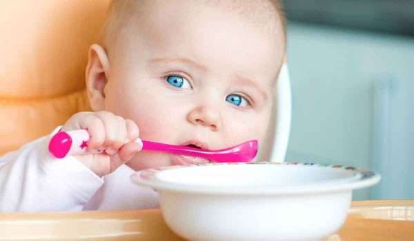تغذية-الطفل-في-الشهر-الخامس1
