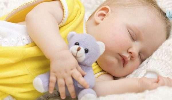 عدد ساعات نوم الاطفال حسب العمر