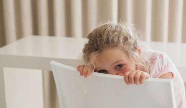 علاج الخجل عند الاطفال