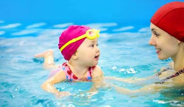 فوائد السباحة للاطفال