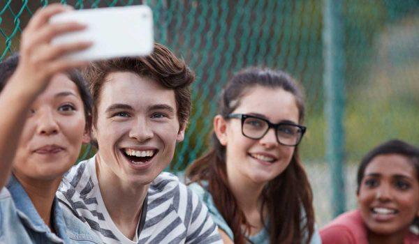 المراهق والعلاقات الاجتماعية