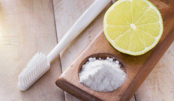 تنظيف الاسنان بالملح والليمون