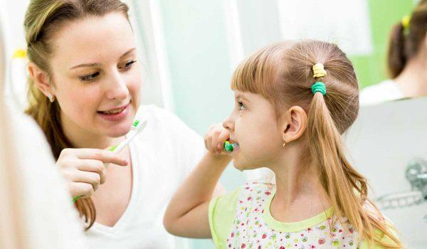 تعرف على خطوات تنظيف الاسنان بالصور للاطفال خطوات-تنظي�
